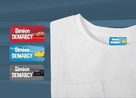 Des étiquettes Cars sur des fournitures