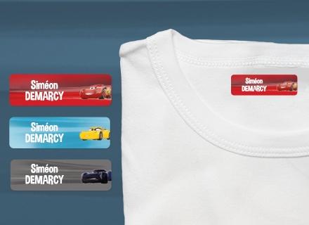 Une étiquette thermocollante Cars sur un t-shirt