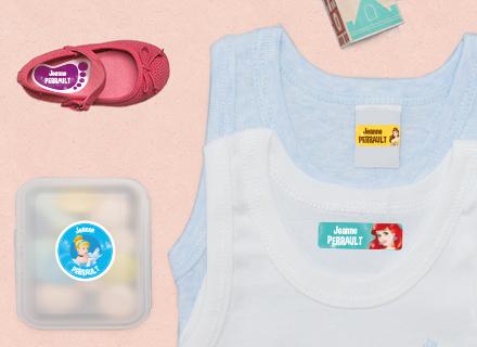 Des étiquettes Princesses sur des fournitures débardeurs et une boîte